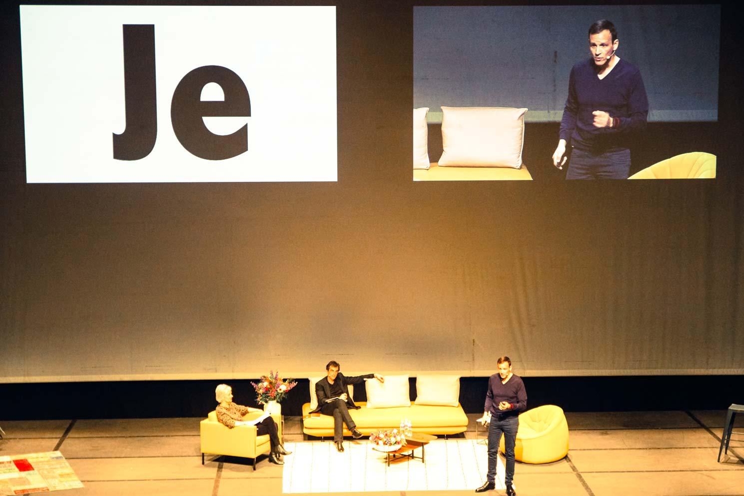 Iker Aguirre en conférence à Pau, devant 1000 personnes, avec Annie Lemoine et Raphaël Enthoven.