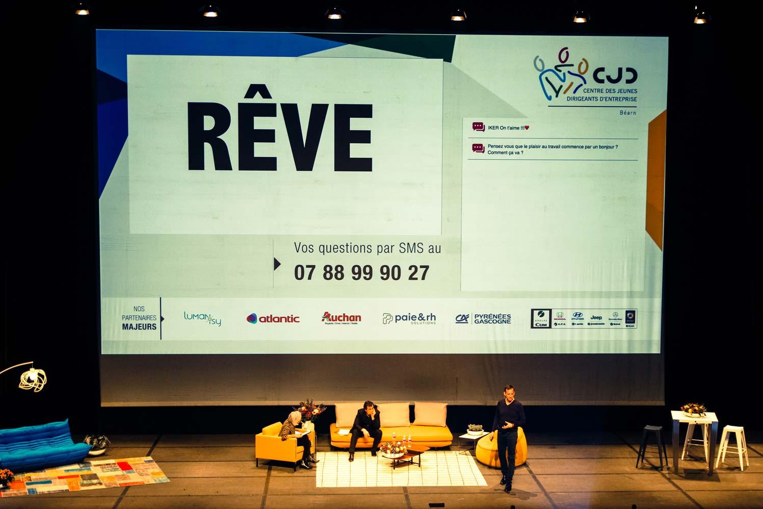 Iker Aguirre en conférence, avec Annie Lemoine et Raphaël Enthoven.