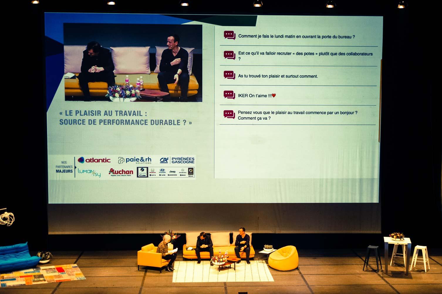 """Annie Lemoine, Iker Aguirre et Raphaël Enthoven : débat et échanges lors de la Premium CJD Pau Béarn. Clin d'oeil du public : """"Iker, on t'aime !"""" :-)"""